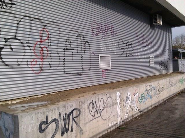 Vyčistenie od graffiti absencia anti-graffitové ochrany Bánovce